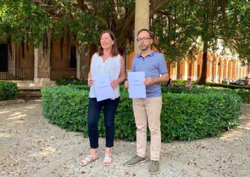 La candidata a presidir el Goven, Francina Armengol, y el portavoz de MÉS per Menorca, Josep Castells.