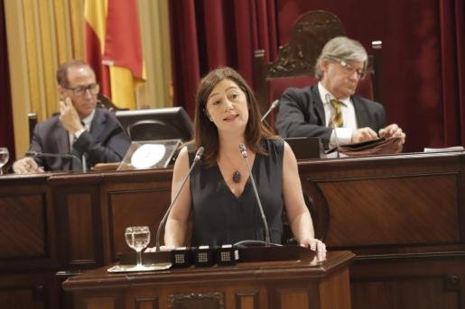 La jefa del ejecutivo en funciones ha afirmado que el acuerdo programático firmado por el PSIB, Podemos y MÉS per Mallorca contribuirá a la «estabilidad política».