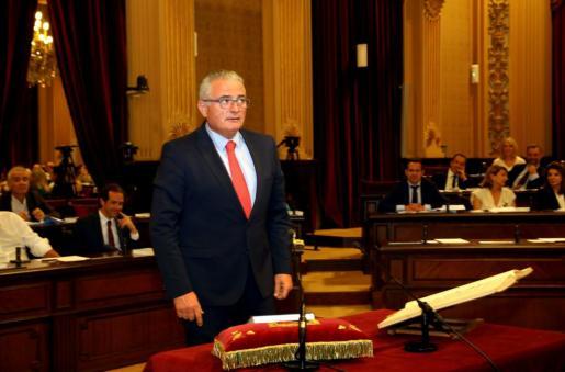Jaume Font (PI), en su promesa del cargo de diputado en el Parlament.