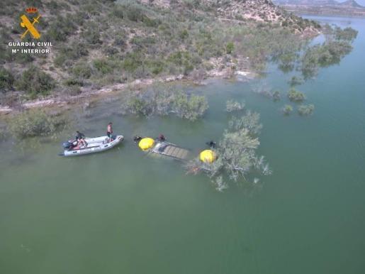 La Guardia Civil recupera el cadáver, en el pantano de Civán, de un británico desaparecido en marzo.