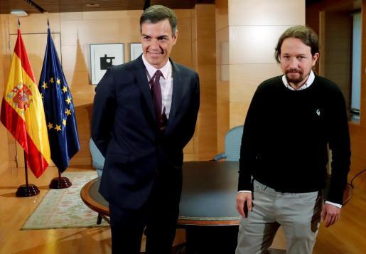 El presidente del Gobierno en funciones, Pedro Sánchez, y el líder de Podemos, Pablo Iglesias.