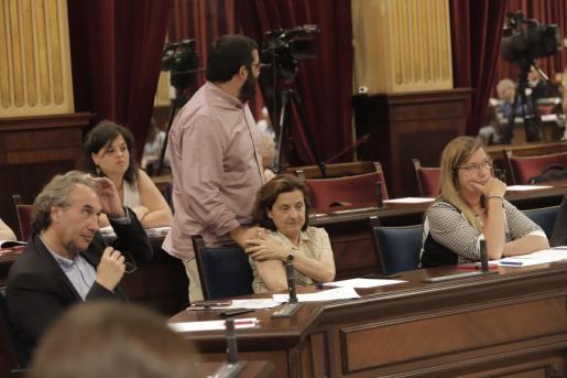 Santiago y Vidal, dos de los damnificados por la decisión de los coordinadores de MÉS de apartar a aquellos que han negociado de los cargos ejecutivos de representación.