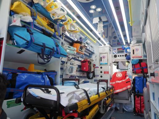 Imagen del interior de una ambulancia de Soporte Vital Avanzado del 061.