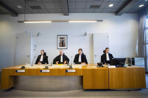 Vista de los miembros del tribunal antes del inicio de una audiencia pro forma con el investigado Gokmen T., en Utrecht.