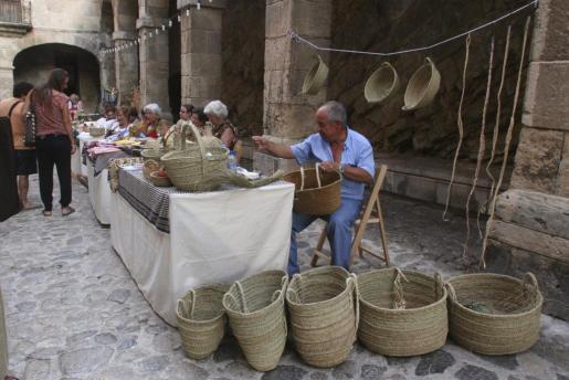 El mercadillo de artesanía local, uno de los atractivos del Dia de les Illes Balears.