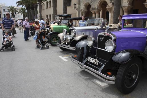 Una caravana de coches antiguos recorrerá todos los municipios de Menorca.