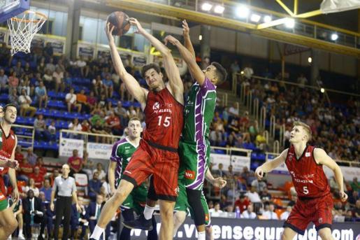 El jugador, nacido en Zaragoza, durante un partido de la Liga ACB.