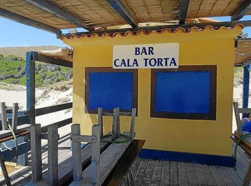 Los encargados del chiringuito de Cala Torta retirarán esta semana todos sus efectos.