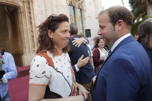 Catalina Cladera y Miquel Mir, el pasado miércoles tras la foto de familia del nuevo Govern, institución que Cladera abandona para presidir desde este sábado el Consell de Mallorca.