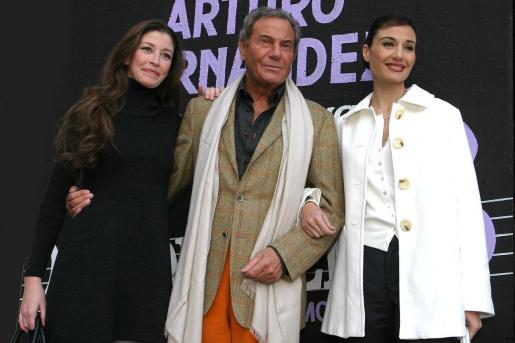 Eva Serrano, Arturo Fernández y Juncal Rivero, durante la presentación de 'Desconcierto' en Palma.