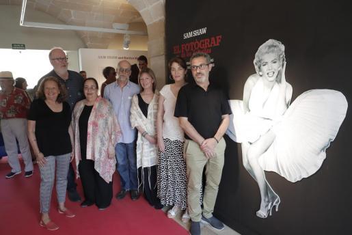 Meta Shaw, Pedro Barbadillo, Edith Shaw, Thomas Buchsteiner, Lorie Karnath, Paula Ginard y Rafel M. Creus, en la inauguración de la exposición en La Misericòrdia de Palma.