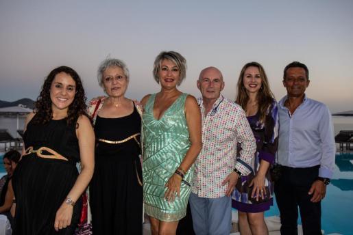 Ana, Teresa, Nuria, Javier, Catina y Juan.