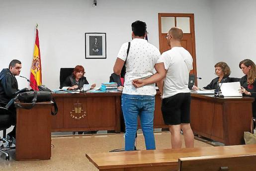 Los acusados, en la vista celebrada este lunes en los juzgados de Vía Alemania de Palma.
