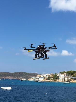 Imagen de archivo de un dron sobrevolando la costa de Andratx.