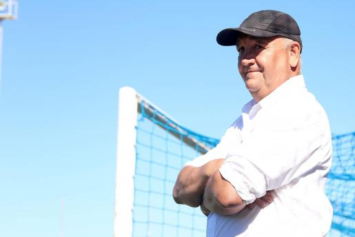 Imagen del entrenador del Atlético Baleares, Manix Mandiola, durante un partido en Son Malferit.