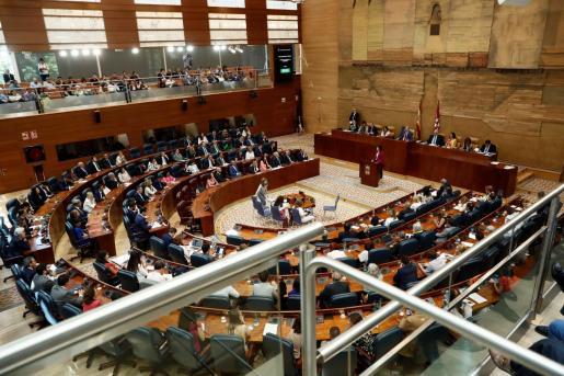 La candidata del PP a la Presidencia de la Comunidad de Madrid, Isabel Díaz Ayuso, interviene durante la sesión de investidura sin candidato.La Asamblea celebra por primera vez un pleno de investidura sin candidato