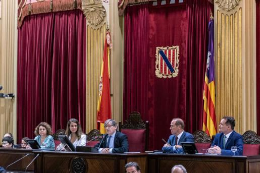 El socialista Vicenç Thomàs esel nuevo presidente del Parlament balear.