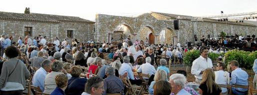 La bodega Macià Batle acoge esta velada de música y solidaridad en la que también se catarán sus vinos y productos de las Baleares.