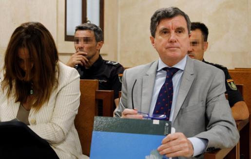 El expresidente del Govern balear Jaume Matas (d), en el juicio de Son Espases que se celebró ante la sección primera del tribunal provincial.