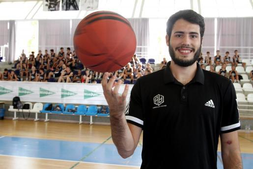 Álex Abrines, este sábado en el polideportivo de Muro.