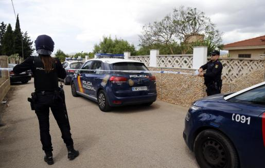 La Policía montó un amplio dispositivo para detener a los agresores, que se atrincheraron en una vivienda.