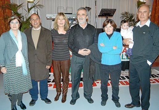Victoria Català, Mohamed Teleimidi, Catalina Rosselló, Xavier Fortuny, Coloma Julià, Pep Bibiloni y la pequeña Marga.