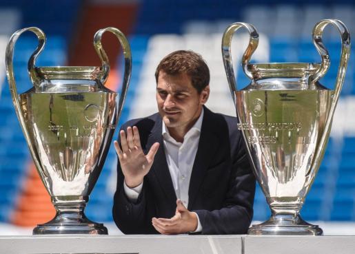 Iker Casillas, entre dos copas de Europa, en una imagen tomada recientemente.