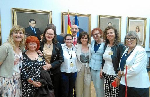 La abogada Maria Durán (tercera por la derecha) dirigirá el Institut Balear de la Dona. La imagen corresponde al día en que Carmen Calvo tomó posesión como vicepresidenta del Gobierno.