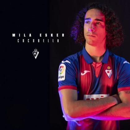 Marc Cucurella, en la imagen que ha publicado el Eibar para agradecer el compromiso del futbolista catalán.