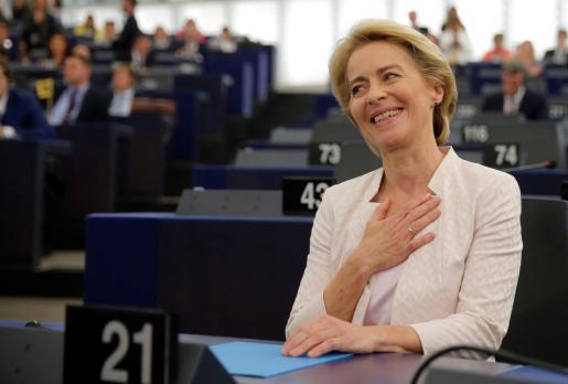 Ursula von der Leyen reacciona tras ser elegida presidenta de la Comisión Europea.