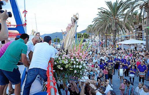 Imagen de la procesión en el Port d'Andrat