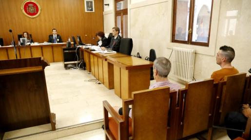 Un juicio por tentativa de homicidio ha sido suspendido este miércoles en la Audiencia.