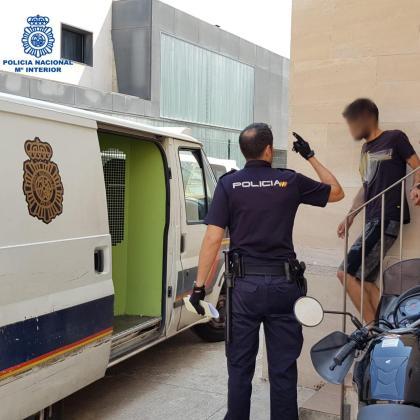 Detenido un joven por varios robos con fuerza en taxis de Palma.
