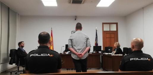 El acusado, en la sala.