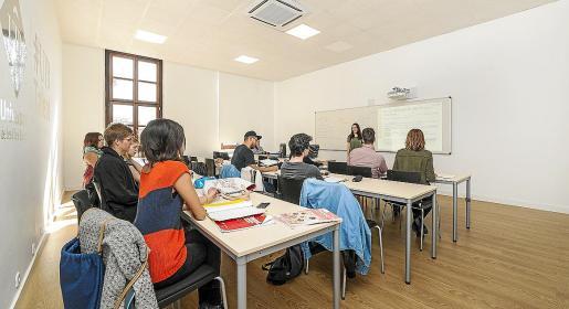 La duración de la mayoría de los cursos oscila entre 100 y 450 horas anuales.