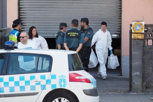 Un hombre sobre el que pesaba una orden de alejamiento ha asesinado a cuchilladas a su expareja en el domicilio de esta en la localidad de Vilalba (Lugo) y posteriormente se ha suicidado.