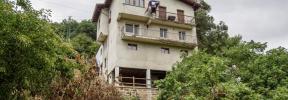 Muere un bebé de 20 meses al precipitarse al vacío desde un cuarto piso en Vizcaya