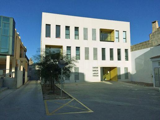Las tres semanas de vacaciones del pediatra en Porreres y Montuïri se cubrirán con un facultativo cinco días en la primera localidad y cuatro días en la segunda. Atenderá a los pacientes con cita previa. El IB-Salut asegura que no faltan pediatras en Vilafranca, Petra y Sant Joan.
