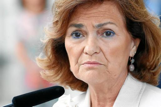 La vicepresidenta del Gobierno en funciones, Carmen Calvo, con rostro serio ante la situación.