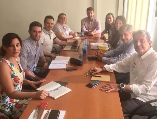 Reunión del alcalde con los representantes hoteleros.