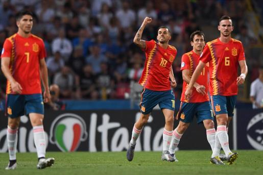 Dani Ceballos -izquierda- celebra un gol durante la pasada Eurocopa sub 21 junto a sus compañeros de selección Oiarzabal y Fabián.
