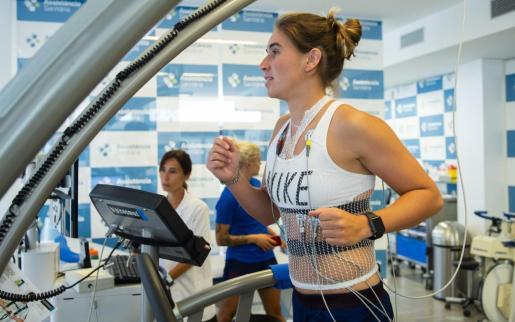 Mariona Caldentey realiza las pruebas físicas antes de iniciar los entrenamientos con el F.C. Barcelona.