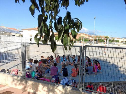 Imagen de archivo de alumnos de Primaria en el patio de un colegio público de Mallorca.