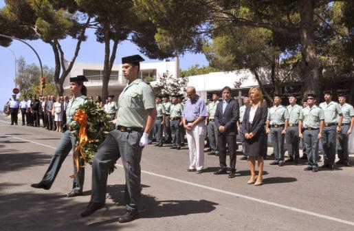 Imagen de uno de los homenajes realizados estos años a los guardias civiles asesinados en Palmanova por ETA.