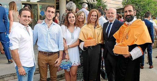 Marcos, Guillermo y Paula Sevilla, Vanesa Vignali, Juanabel Genovart, Marcos Sevilla y José María Carretero.