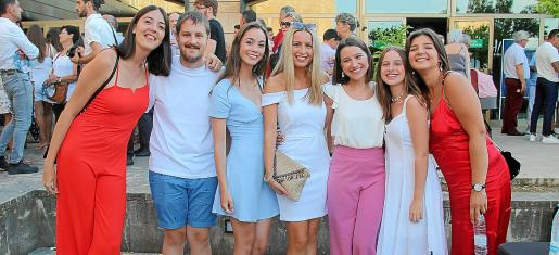Neus Bibiloni, Sergio Fernández, Cristina Marí, Marina Bibiloni, Alicia y Silvia Coll y Marta Segura.