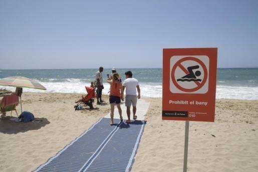 El baño está prohibido este lunes en Ciutat Jardí por un nuevo vertido.