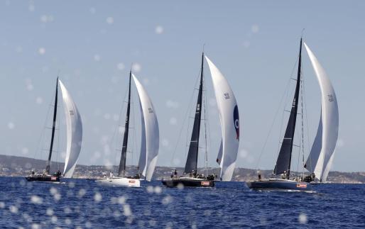 Vista general de primera jornada de la 38 edición de la Copa del Rey Mapfre de Vela en aguas de la bahía de Palma.