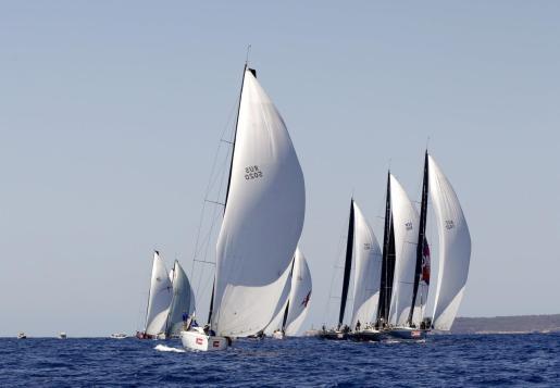 Vista general de la 38 edición de la Copa del Rey Mapfre de Vela en aguas de la bahía de Palma.