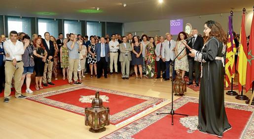 La cónsul de Marruecos en Mallorca, Nezha Attahar, inauguró la fiesta del trono. Pronunció un discurso en el que ensalzó las reformas llevadas a cabo por Mohammed VI a lo largo de su reinado, ante la atenta mirada de las autoridades de Balears y los invitados a la celebración.